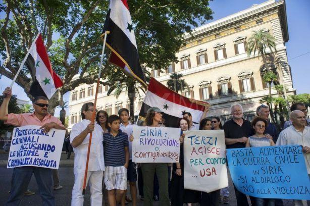 Italian protest (No War = Pro Assad)