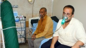 Ahwazi citizens who were admitted to hospitals due to difficulty in breathing after dust storms